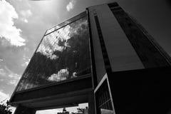 Το τυποποιημένο ξενοδοχείο και το υψηλό πάρκο γραμμών στην πόλη Μανχάταν της Νέας Υόρκης Στοκ φωτογραφία με δικαίωμα ελεύθερης χρήσης