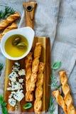 το τυρί περιέχει το διάνυσμα ελιών πλέγματος απεικόνισης Στοκ φωτογραφία με δικαίωμα ελεύθερης χρήσης