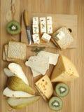 το τυρί χαρτονιών ανασκόπησης απομόνωσε το λευκό στοκ φωτογραφίες