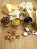 το τυρί χαρτονιών ανασκόπησης απομόνωσε το λευκό Στοκ φωτογραφία με δικαίωμα ελεύθερης χρήσης