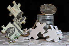 Το τυχερό παιχνίδι των σκληρών προτερημάτων που περνούν από τον οικονομικό γρίφο στοκ φωτογραφία με δικαίωμα ελεύθερης χρήσης