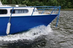 Το τόξο του σπάζοντας νερού σκαφών Στοκ εικόνα με δικαίωμα ελεύθερης χρήσης
