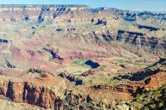 Το τύλιγμα μέσω του μεγάλου φαραγγιού της Αριζόνα είναι ο ποταμός του Κολοράντο στοκ εικόνα με δικαίωμα ελεύθερης χρήσης