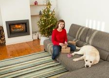 Το τύλιγμα παρουσιάζει για τα Χριστούγεννα Στοκ φωτογραφίες με δικαίωμα ελεύθερης χρήσης