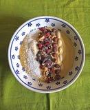 Το υγιές πρόγευμα, που μαγειρεύεται πρόσφατα είναι το κύπελλο καταφερτζήδων Στοκ φωτογραφίες με δικαίωμα ελεύθερης χρήσης