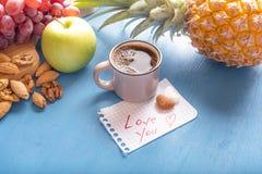 Το υγιές πρόχειρο φαγητό και σας αγαπά κείμενο Στοκ Φωτογραφίες