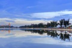 Το λυκόφως λιμνών βαρκών δράκων Longzhouchi, κωμόπολη jimei, η πόλη, Κίνα Στοκ φωτογραφία με δικαίωμα ελεύθερης χρήσης
