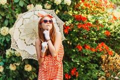 Το υπαίθριο πορτρέτο μόδας χαριτωμένου το κορίτσι Στοκ εικόνα με δικαίωμα ελεύθερης χρήσης