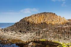 Το υπερυψωμένο μονοπάτι γιγάντων στη κομητεία Antrim της Βόρειας Ιρλανδίας Στοκ Φωτογραφίες