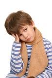 Το λυπημένο αγόρι με ένα μαντίλι Στοκ εικόνα με δικαίωμα ελεύθερης χρήσης