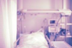 Το υπομονετικό κρεβάτι στη μονάδα εντατικής, το υπόβαθρο στοκ φωτογραφία με δικαίωμα ελεύθερης χρήσης
