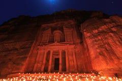 Το Υπουργείο Οικονομικών, η Petra τή νύχτα Μια αρχαία πόλη της Petra, Al Khazn Στοκ εικόνες με δικαίωμα ελεύθερης χρήσης
