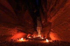 Το Υπουργείο Οικονομικών, η Petra τή νύχτα Μια αρχαία πόλη της Petra, Al Khazn Στοκ φωτογραφία με δικαίωμα ελεύθερης χρήσης
