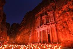 Το Υπουργείο Οικονομικών, η Petra τή νύχτα Μια αρχαία πόλη της Petra, Al Khazn Στοκ Εικόνα