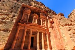 Το Υπουργείο Οικονομικών στη Petra το αρχαίο Al Khazneh πόλεων στην Ιορδανία Στοκ φωτογραφίες με δικαίωμα ελεύθερης χρήσης