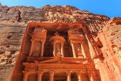Το Υπουργείο Οικονομικών στη Petra το αρχαίο Al Khazneh πόλεων στην Ιορδανία Στοκ Εικόνες