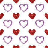 Το υπόβαθρο με τις καρδιές κόκκινου και η πορφύρα ακτινοβολούν, άνευ ραφής σχέδιο Στοκ εικόνα με δικαίωμα ελεύθερης χρήσης
