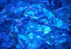 Το υπόβαθρο ουλτραμαρίνης των πετρών λαμπρός-κρυστάλλου άναψε το μυστήριο gl Στοκ εικόνα με δικαίωμα ελεύθερης χρήσης