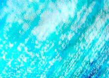 Το υπόβαθρο του ιριδίζοντος μπλε νερού στοκ εικόνα με δικαίωμα ελεύθερης χρήσης
