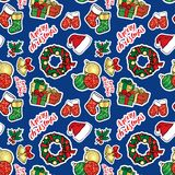 Το υπόβαθρο των Χριστουγέννων αντιτίθεται - ένα στεφάνι, σφαίρες, διακοσμήσεις, δώρα, κάλτσες, μπότες Στοκ εικόνες με δικαίωμα ελεύθερης χρήσης