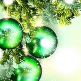 Το υπόβαθρο Χριστουγέννων με τα πράσινα μπιχλιμπίδια κρεμά Στοκ φωτογραφία με δικαίωμα ελεύθερης χρήσης