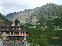 Το υψηλό Tatras στη Σλοβακία από το καταφύγιο Στοκ φωτογραφία με δικαίωμα ελεύθερης χρήσης