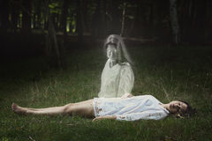 Το φάντασμα κοιτάζει άμεσα στη κάμερα Στοκ εικόνα με δικαίωμα ελεύθερης χρήσης