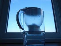 Το φίλτρο εγχώριου νερού με καθαρίζει το νερό Στοκ Φωτογραφίες