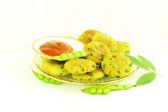 Το φασόλι Tuvar ή το vada thepla pakoda μπιζελιών περιστεριών fritter το ινδικό πρόχειρο φαγητό τροφίμων gujrati Στοκ εικόνες με δικαίωμα ελεύθερης χρήσης