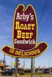 Το Φεβρουάριο του 2017 της Ινδιανάπολης - Circa: Λιανική θέση γρήγορου φαγητού Arby ` s Το Arby ` s ενεργοποιεί πάνω από 3.300 εσ Στοκ Φωτογραφίες