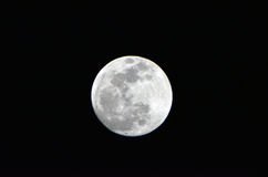 Το φεγγάρι… σε μια νεφελώδη νύχτα Στοκ φωτογραφίες με δικαίωμα ελεύθερης χρήσης