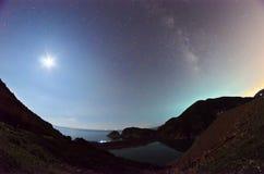 Το φεγγάρι και ο γαλαξίας Milkway Στοκ Φωτογραφία