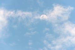 το φεγγάρι και skyscape Στοκ Φωτογραφίες