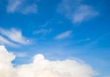 Το φεγγάρι το πρωί Στοκ Εικόνες