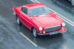 Το φεστιβάλ πόλεων και το αναδρομικό παλαιό αυτοκίνητο παρουσιάζουν Αναδρομικό αυτοκίνητο στην οδό, Latvi Στοκ εικόνα με δικαίωμα ελεύθερης χρήσης
