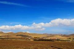 Το φθινοπωρινό τοπίο του οροπέδιου Qinghai - του Θιβέτ Στοκ Φωτογραφία