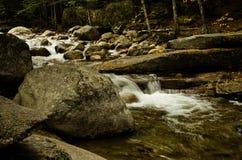 το φθινόπωρο έκανε νωρίς την εικόνα βουνών βουνών το πολικό ρεύμα Στοκ Εικόνες