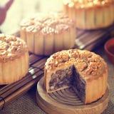 το φθινόπωρο συσσωματώνει το κινεζικό φεστιβάλ παραδοσιακό λευκό φεγγαριών τροφίμων μέσο Στοκ Εικόνες