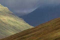 Το φθινόπωρο τοποθετεί το τοπίο στους σκωτσέζικους βράχους - skye νησί Στοκ Εικόνες