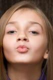 Το φιλώντας κορίτσι Στοκ Φωτογραφίες