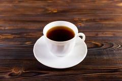 το φλιτζάνι του καφέ στο ξύλινο υπόβαθρο προσθέτει το διάστημα αντιγράφων για το κείμενο Στοκ Φωτογραφία