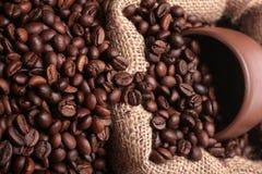 το φλυτζάνι καφέ έχυσε βα&lam Στοκ Φωτογραφία