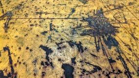Το φορεμένο πιάτο χάλυβα χρωμάτισε το κίτρινο ύφος grunge Στοκ Φωτογραφίες