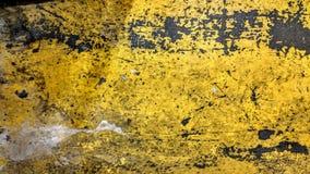 Το φορεμένο πιάτο χάλυβα χρωμάτισε το κίτρινο ύφος grunge Στοκ φωτογραφία με δικαίωμα ελεύθερης χρήσης