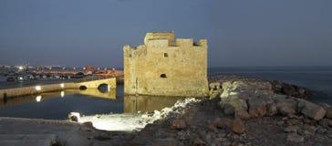 Το φρούριο της θάλασσας ο λιμένας των αρχαίων φω'των πόλεων νύχτας ουρανού φω'των στοκ φωτογραφία με δικαίωμα ελεύθερης χρήσης