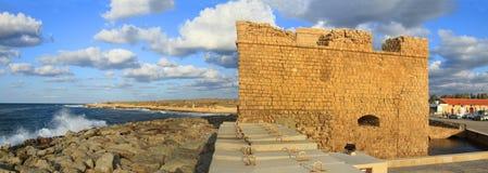 Το φρούριο της παραλίας ηλιοβασιλέματος κυμάτων θάλασσας καλύπτει να εξισώσει στοκ εικόνες