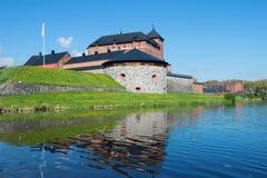 Το φρούριο της πόλης Hameenlina στην τράπεζα της λίμνης Vanayavesi το ηλιόλουστο απόγευμα Ιουνίου Φινλανδία Στοκ Εικόνες