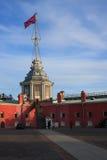 Το φρούριο του Peter και του Paul Πύργος σημαιών Στοκ Φωτογραφίες