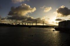 Το φρούριο των τριών σοφών ανθρώπων και της γέφυρας Newton Navarro πέρα από τον ποταμό Potengi Στοκ εικόνες με δικαίωμα ελεύθερης χρήσης