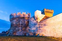 Το φρούριο Populonia, ένα χωριουδάκι του comune Piombino στοκ φωτογραφίες